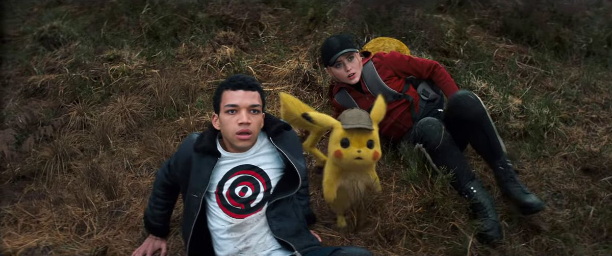 Detective Pikachu - Tim, Pikachu, Lucy, and Psyduck on the ground looking up