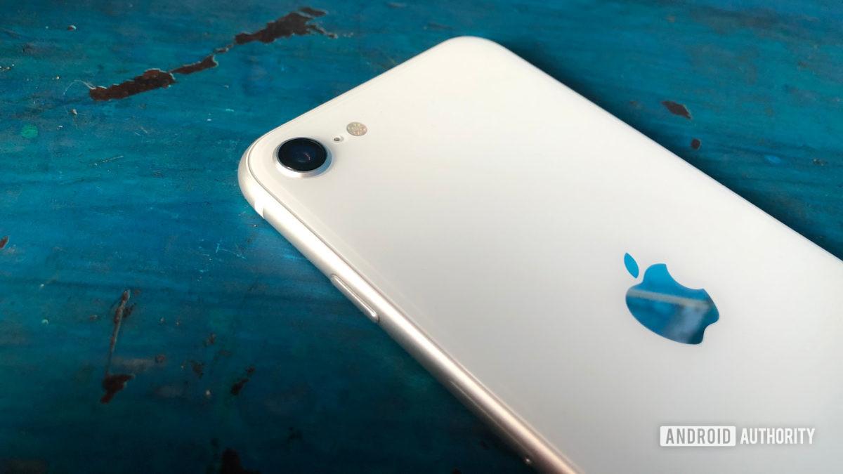 iPhone SE 2020 White Rear Camera Apple Logo