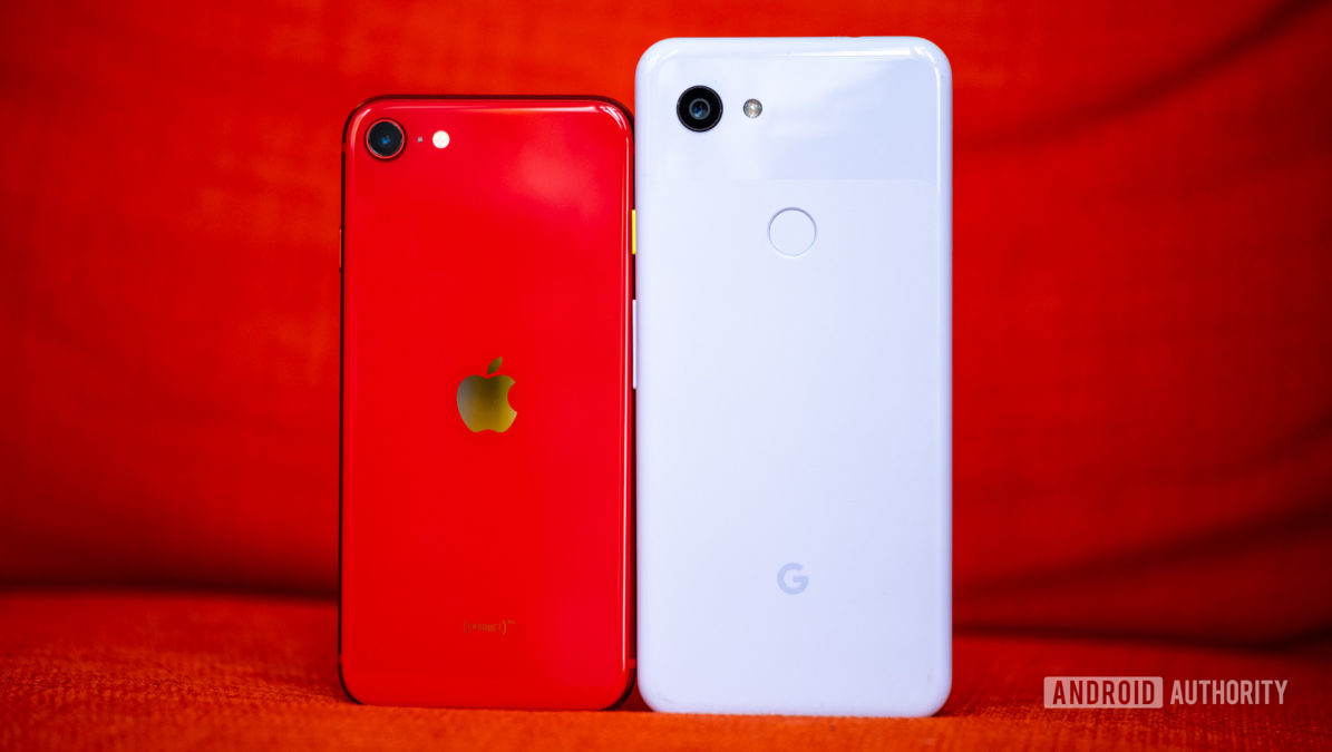 iPhone SE back vs Pixel 3a
