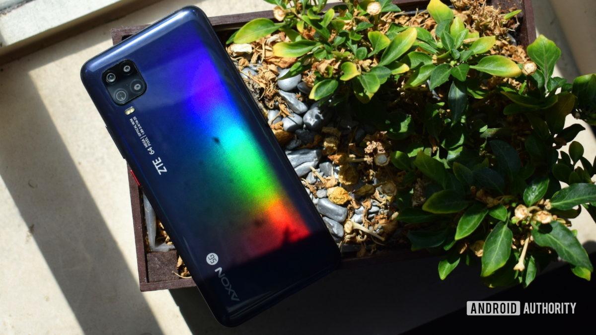 ZTE Axon 11 5G colorful