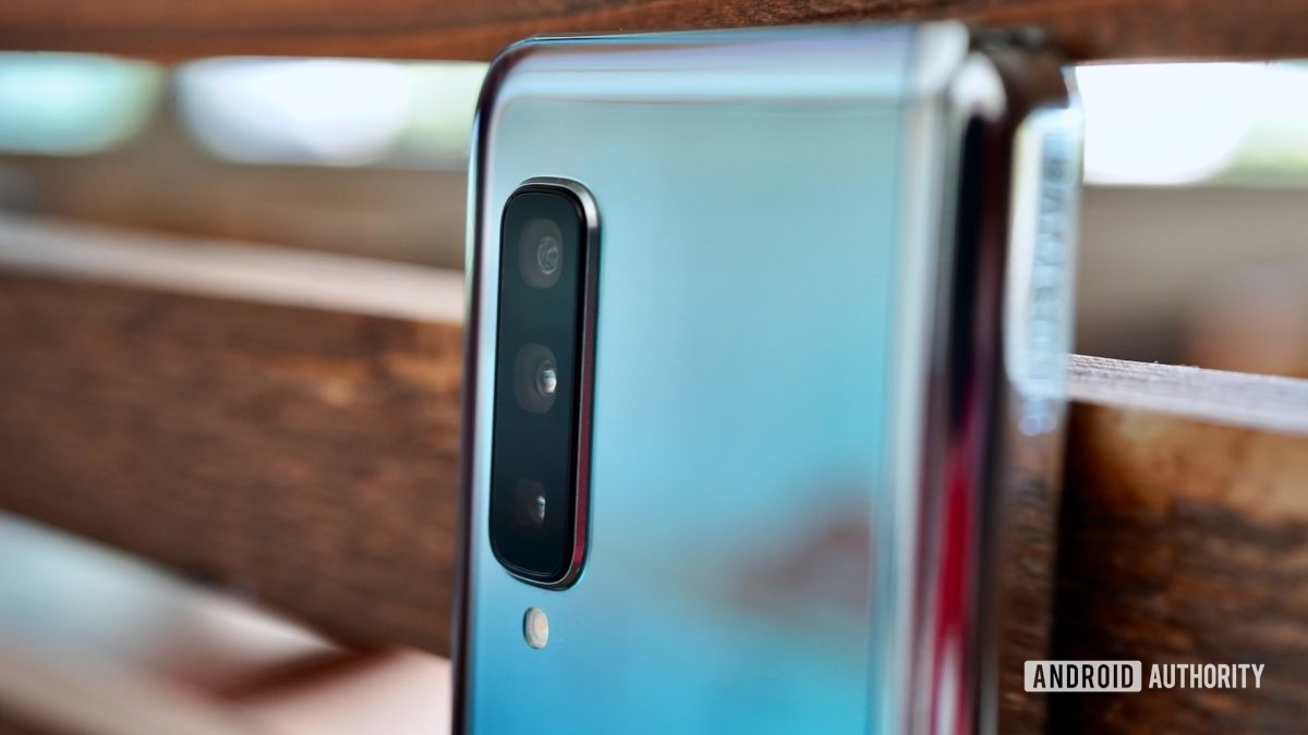 Samsung Galaxy Fold Review camera in focus