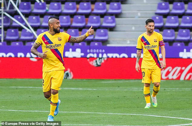 Arturo Vidal scored the game's only goal as Barcelona went one point behind Real Madrid