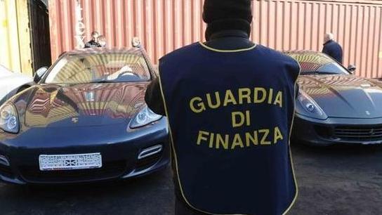 Auto di lusso Scoperta frode da due milioni