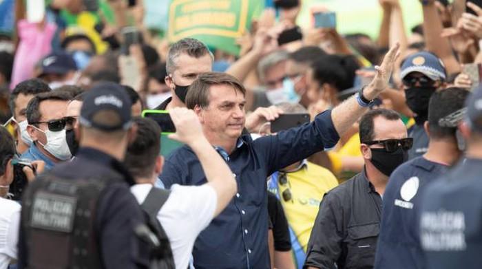 """Coronavirus, Bolsonaro: """"Ho i sintomi del Covid"""". Germania e doping, l'Epo come cura"""