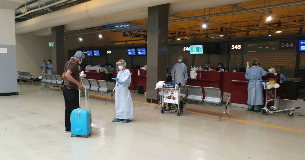 Coronavirus, dalla dichiarazione di viaggio all'isolamento fiduciario: le regole per chi arriva dall'estero (e le falle nei controlli)