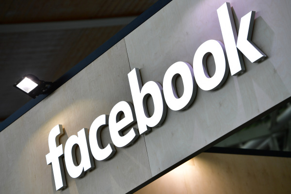 Facebook to launch officially licensed music videos in the US next month – TechCrunch