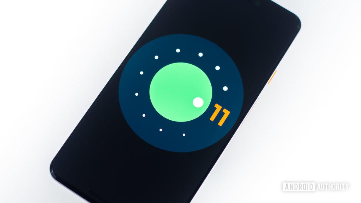 Android 11 logo on google pixel 3 xl