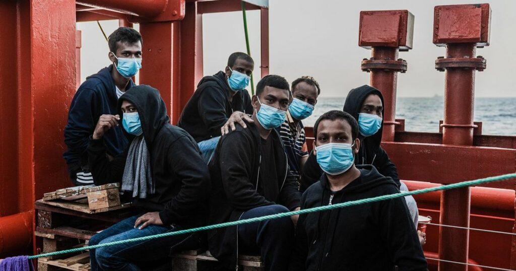 Ocean Wiking è ancora in mare. Dove è finito chi manifestava contro Salvini e Meloni?