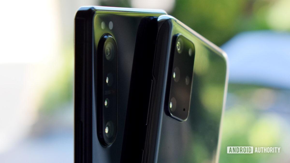 Galaxy S20 Plus vs Xperia 1 II cameras