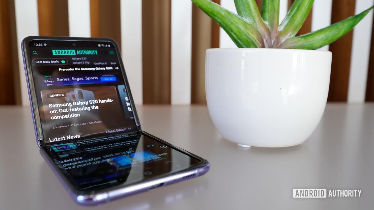 Samsung Galaxy Z Flip leaning back