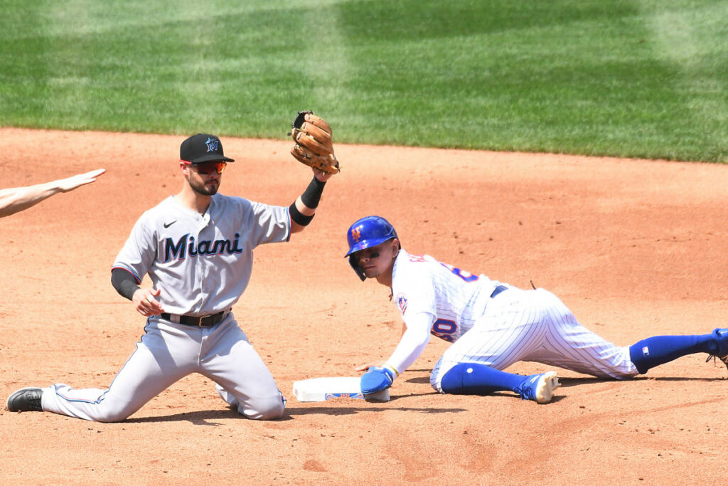 Andres Gimenez does it all in Mets' 4-2 win over Marlins