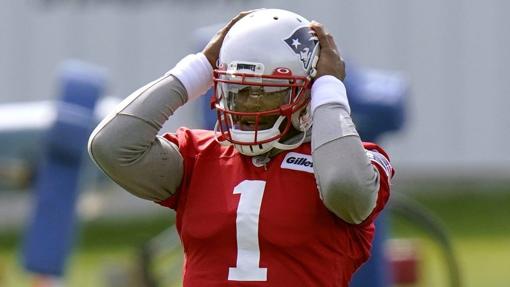 """How Patriots """"makes practice harder than games"""" in QB"""