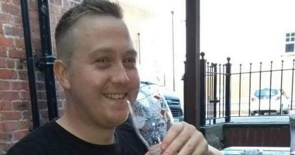 Scottish Youtube star died of rare cancer after attributed pain to arm wrestling and e-cigarettes