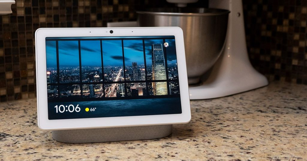 Google tests smart displays that activate without a wake word