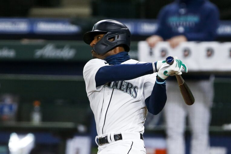 Devin Williams, Kyle Lewis Win Jackie Robinson Rookie of the Year Awards