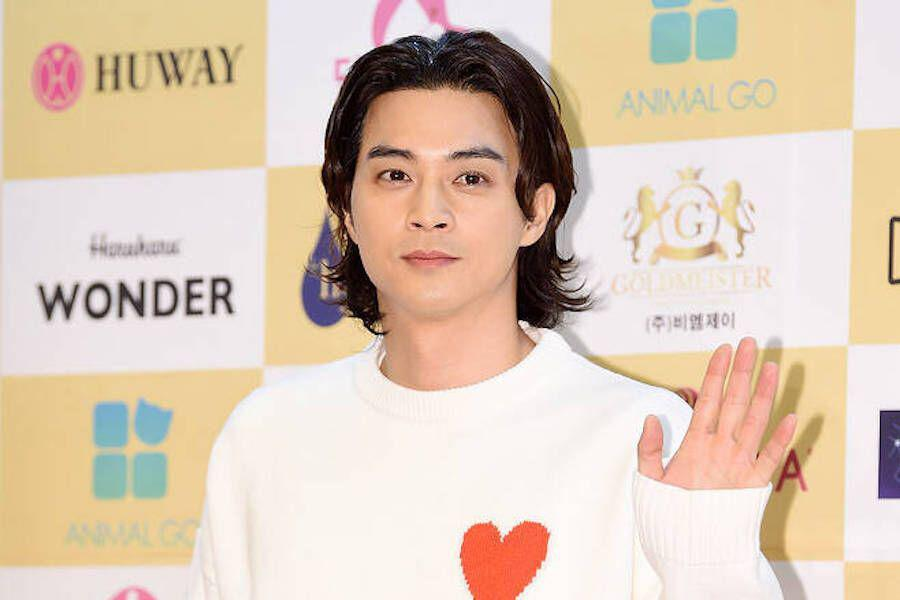 Kim Ji Hoon apologizes after being found watching an illegally downloaded TV show