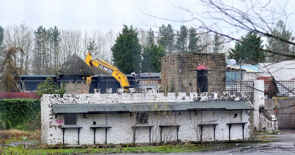 26 spooky photos in the Camelot theme park, abandoned when demolition begins