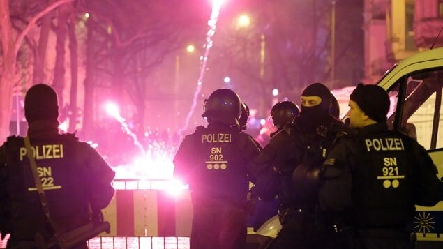 Demonstration and firecracker bans: Berlin police are preparing for a major New Year's Eve operation with 2,900 officers - Berlin