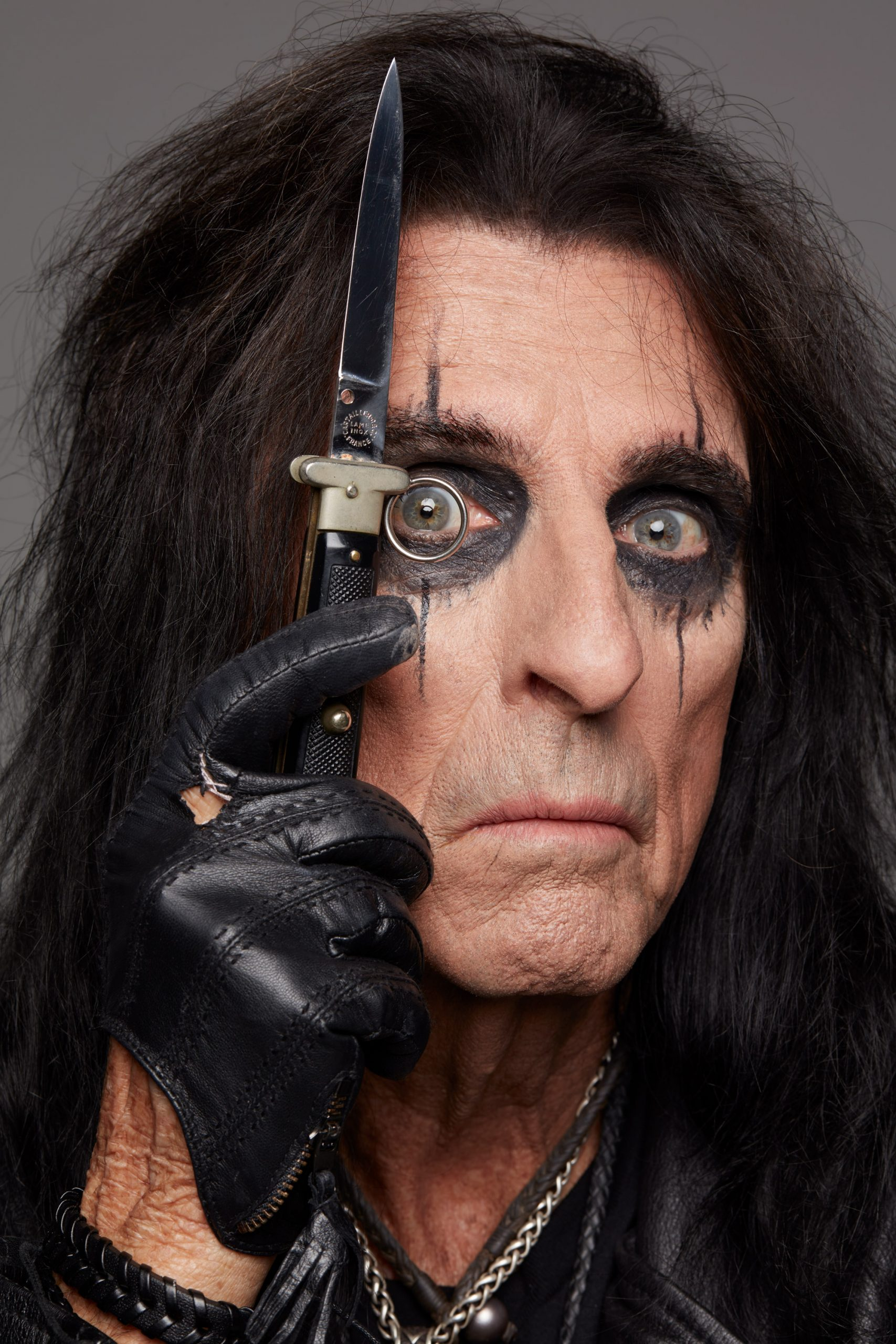 Alice Cooper celebrates her birthday with a song that you can download for free!