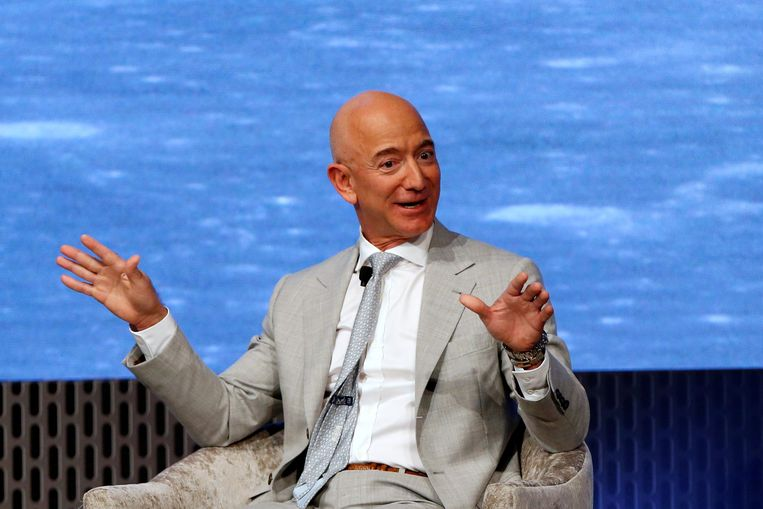 Bezos steps aside as CEO of Amazon
