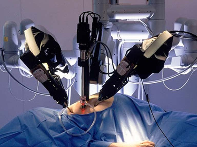 For the first time in the world a surgical robot removes a tumor