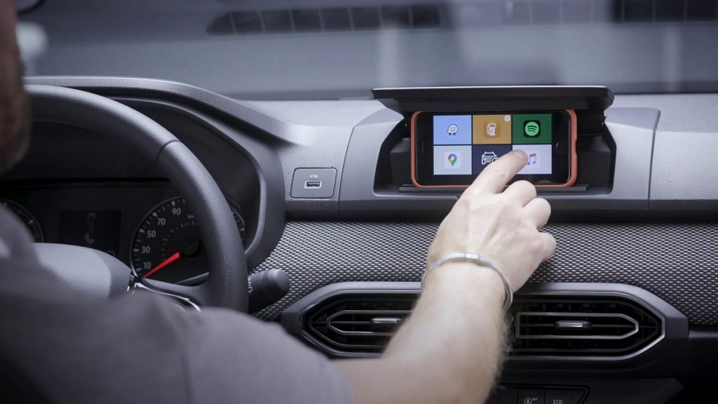 Dacia replaces the vehicle screen with a smartphone