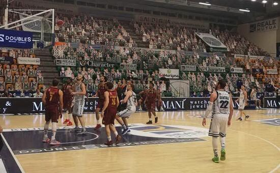 """Dynamo unloaded and """"short"""" loses 89-74 in Varese"""