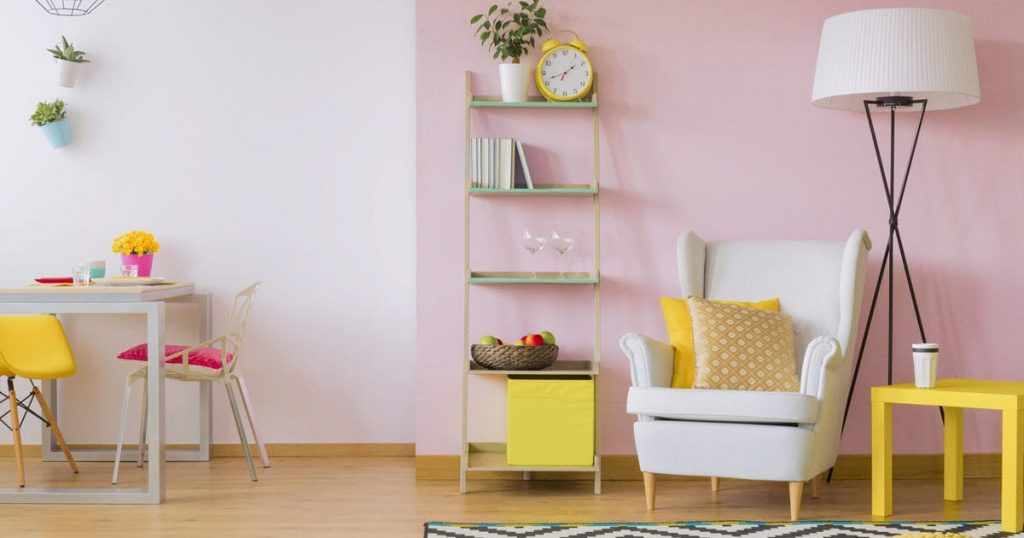 How to design and furnish a living room with limited spaces