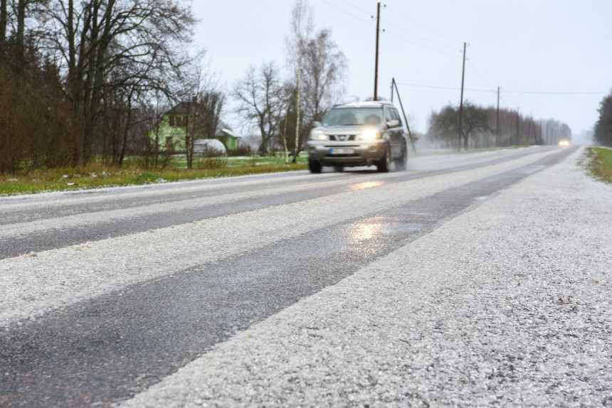 Motorist Explains What To Watch Out For When Driving A Car In Changing Weather Conditions - Practically