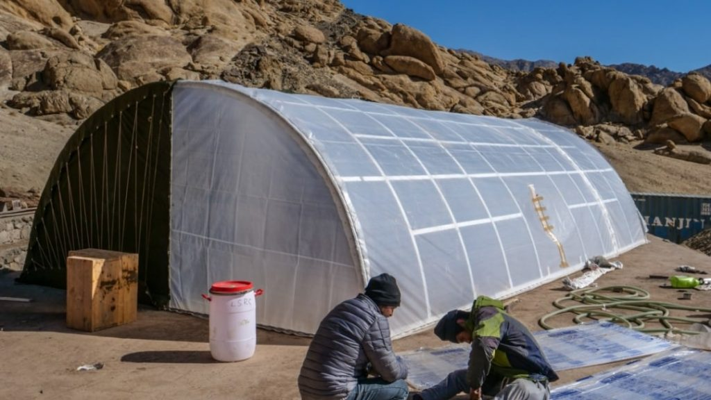 Re-entry with a tent warming up the soldiers in Ladakh, this is the Cossack Pasapugal    Innovative    '3 idiots'    Solar heated tent for army
