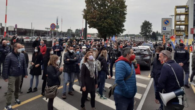 """Malpensa, Neos unloads Ags and the manipulation returns to the Airport.  The Cub: """"It doesn't end here"""""""
