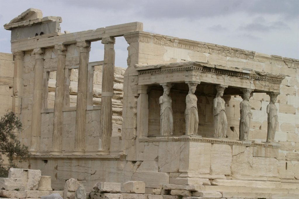 The broken marbles and the new fake news with the Acropolis