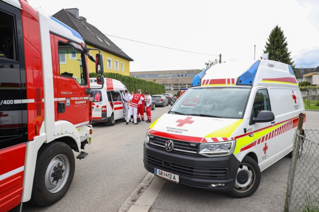 Rescue of people: Injured person in the center of Wels rescued after falling from the pool by the emergency services