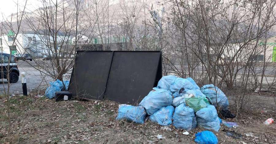 He unloads twenty garbage bags at the former Cemea, but identifies himself thanks to the code - Vallagarina