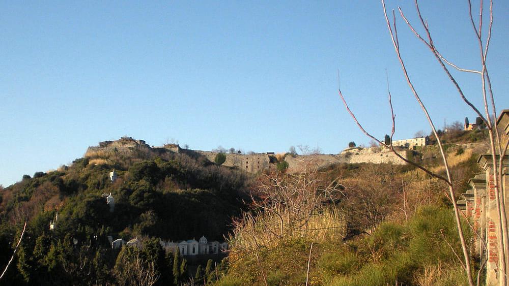 Unload bitumen at Forte Tenaglia, sanctioned works contractor