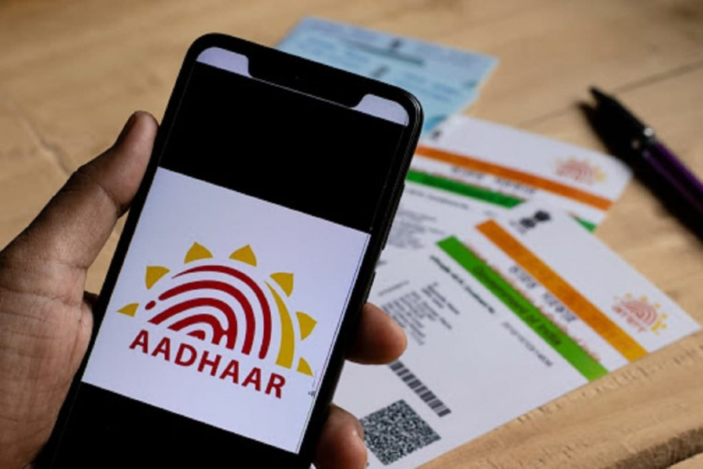 आता मोबाईल नंबरशिवाय डाउनलोड करता येणार Aadhaar Card, जाणून घ्या सोपी प्रोसेस