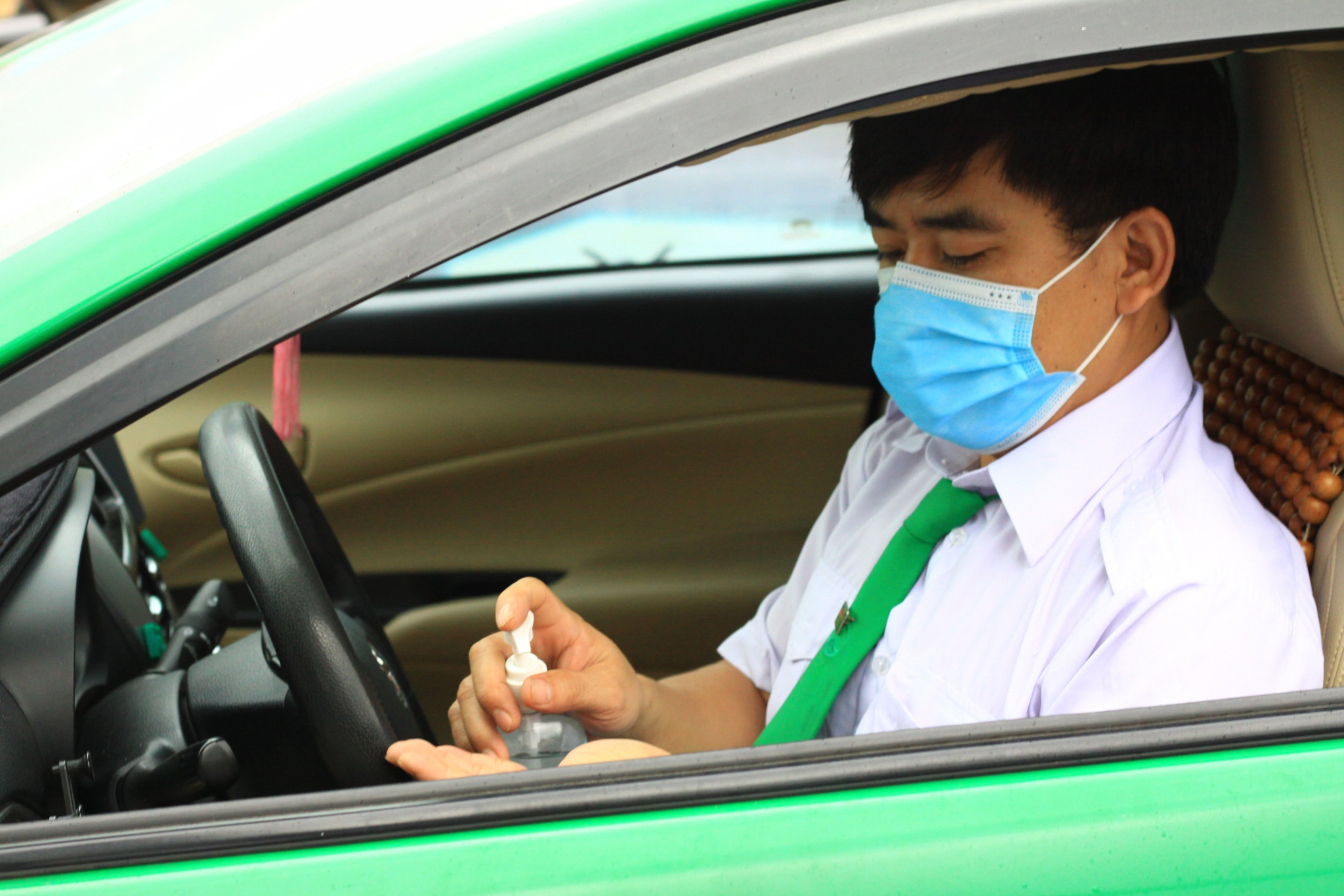 Covid Outbreak in Ho Chi Minh City: Taxi Stand, Tech Taxis;  Driver is concerned about 'non-compliance', is there any support?  - 4. Photo