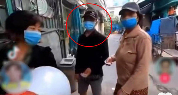 Tuan Duong: Who is the owner of the YouTube charity channel that refuses to give rice to dusty people, who paints their nails, wearing gold causes outrage on social media?  - Photo 2.