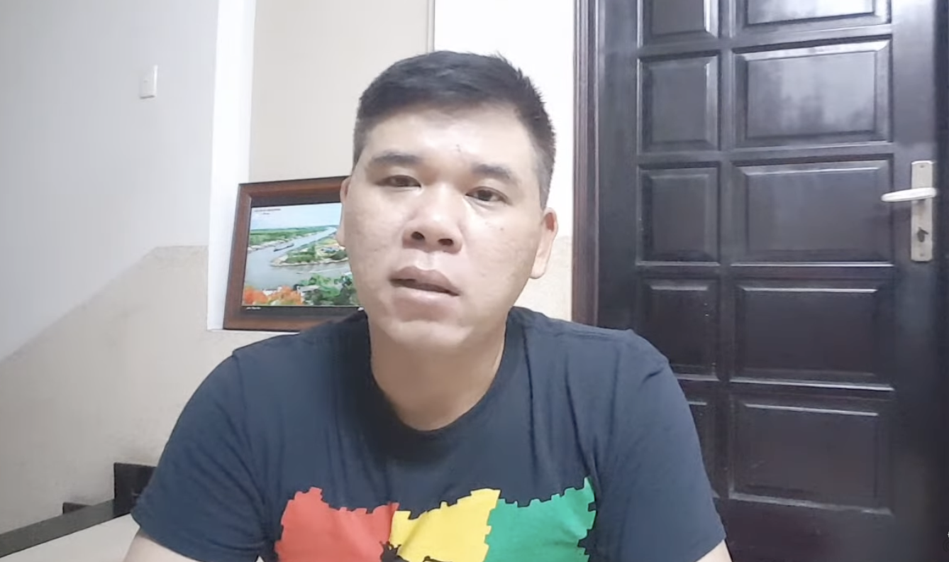 Tuan Duong: Who is the owner of the YouTube charity channel that refuses to give rice to dusty people, who paints their nails, wearing gold causes outrage on social media?  - Photo 4.