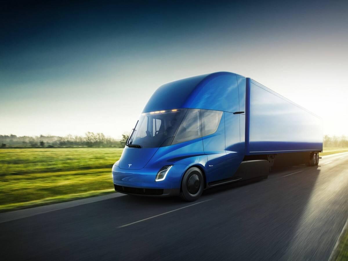 Photo: Tesla unveils new electric semi-trailer truck
