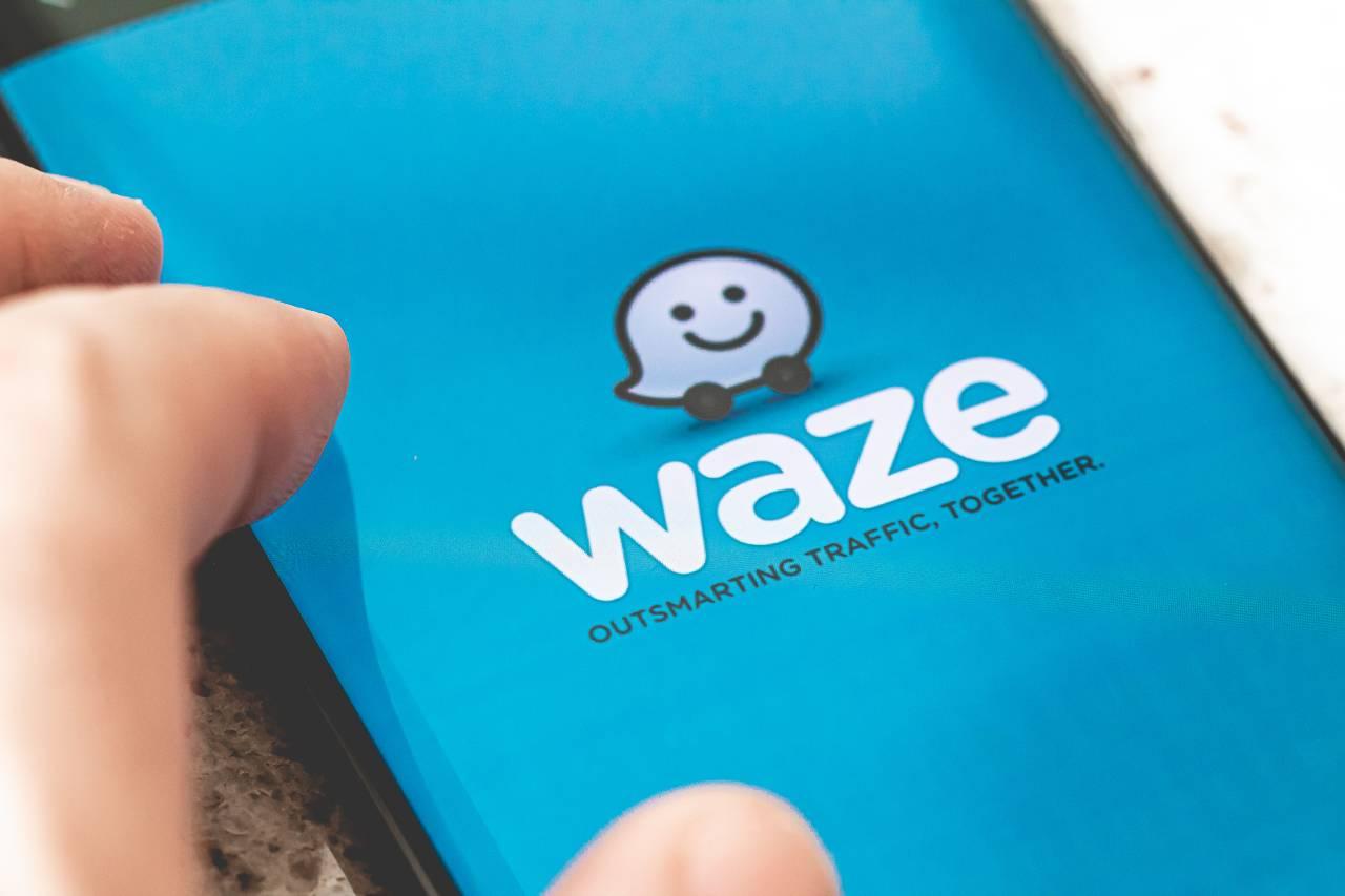 Waze app (Adobe Stock)
