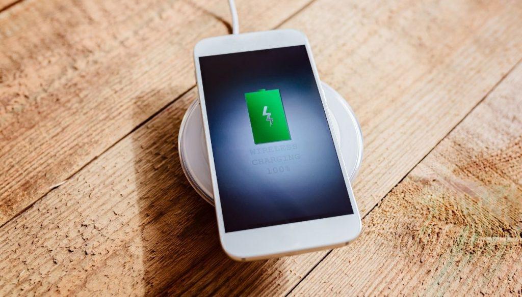 Svolta per le batterie degli smartphone: l'invenzione rivoluzionaria