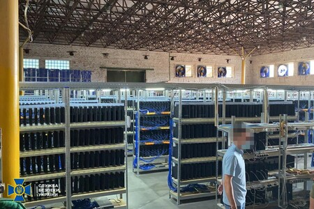 Someone Created A Farm To Mine Bitcoin With More Than 3,000 Playstation 4 And Stole Electricity To Power Them In Ukraine