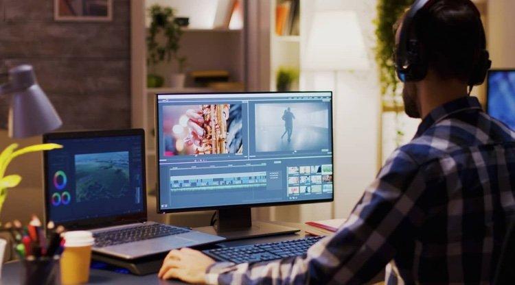un homme édite une vidéo sur ordinateur logiciel de montage
