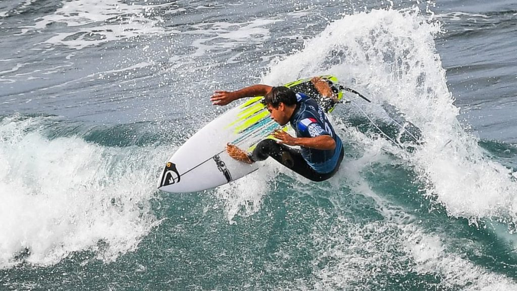 surfing makes its Olympic debut, Flores on the run