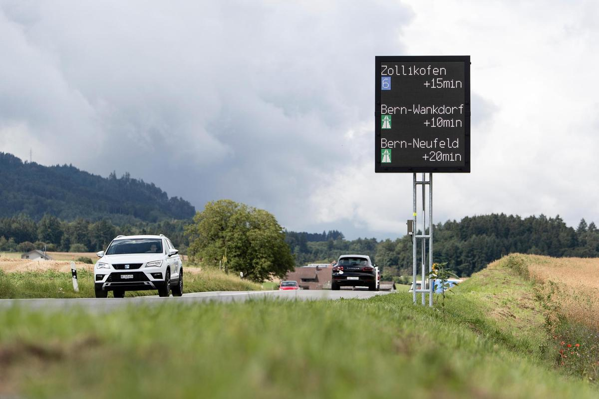 How long does it take to get to the center?  The canton of Bern plans to inform road users soon with roadside displays and cell phone data information.