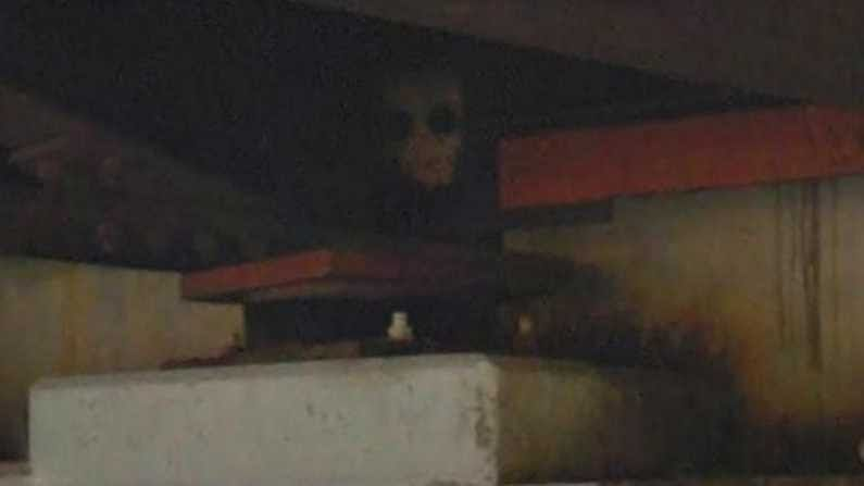 Google Earth: Google Earth detects the devil ...!  Netizens are amazed by the strange look .. |  Terrifying figure under the bridge found on google earth