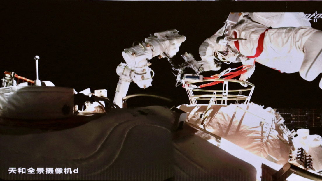 VIDEO, PHOTOS: Chinese Taikonauts take a spacewalk for the third time in history