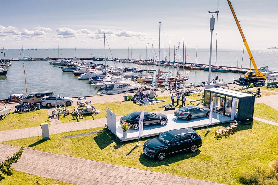 Show three new Bentleys at Nida