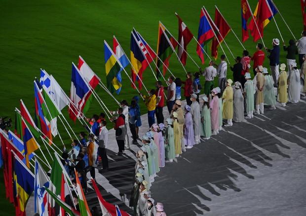 I portabandiere nelle Olimpiadi di Tokyo.